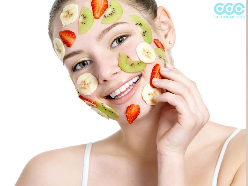 Bí quyết chống khô da là đắp mặt nạ trái cây thường xuyên giúp dưỡng ẩm và cấp nước cho da