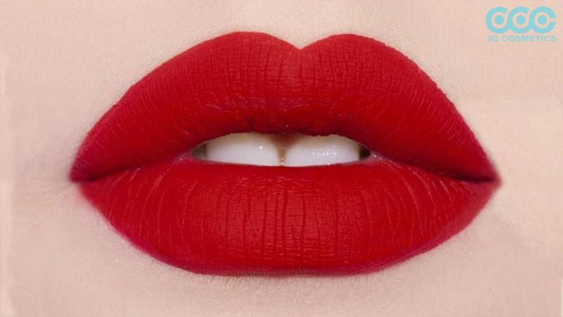 Dùng son lỳ quá nhiều khiến môi bị thâm