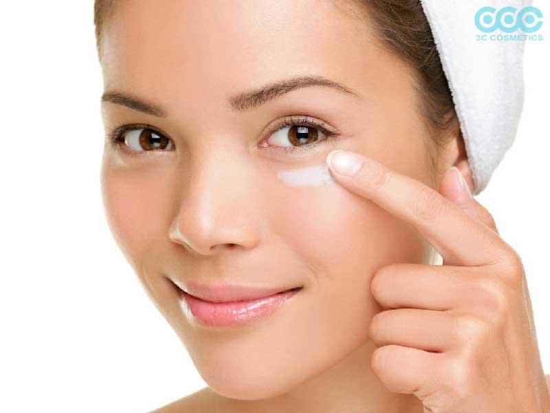 sử dụng cream chống thâm mắt hiệu quả của 3c