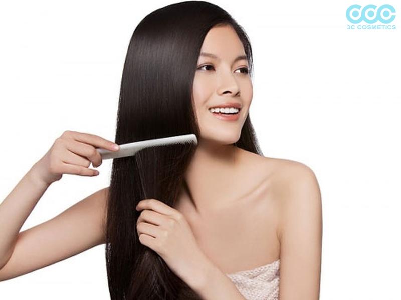 Thường xuyên chải đầu và thả tóc là cách chăm sóc tóc mềm mượt