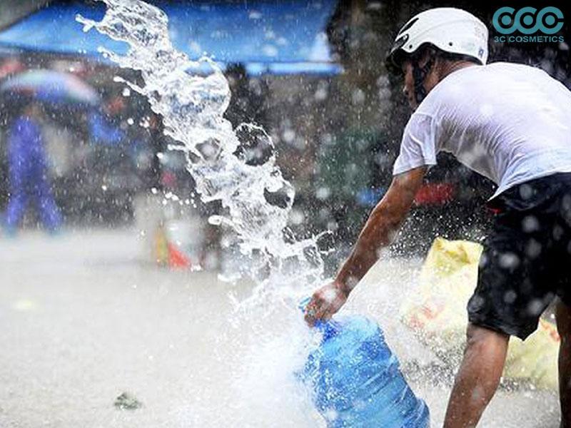 Nguy cơ tìm ẩn lầm tưởng tai hại của nước mưa?