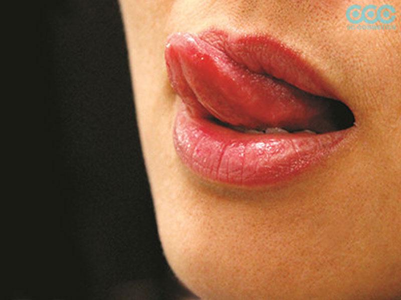 Liếm môi khiến cho môi khô nhanh hơn