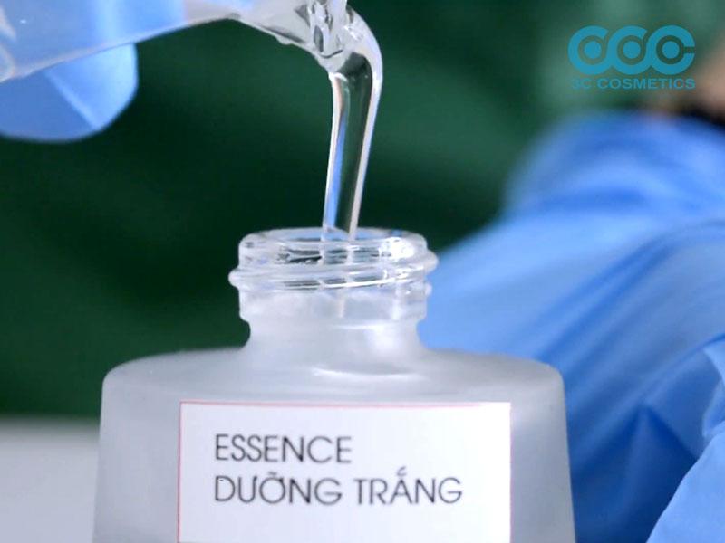 Chiết essence dưỡng trắng ra chai lọ.