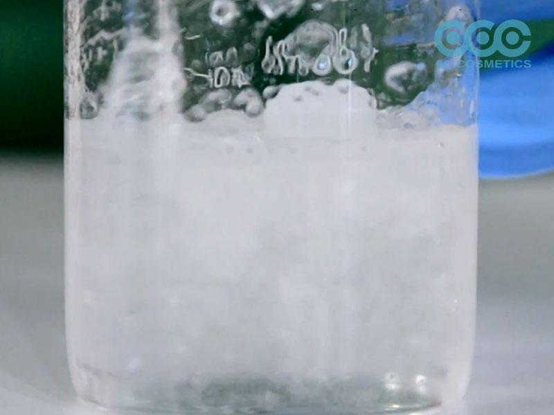 thêm Sodium carbomer vào để tạo đặc