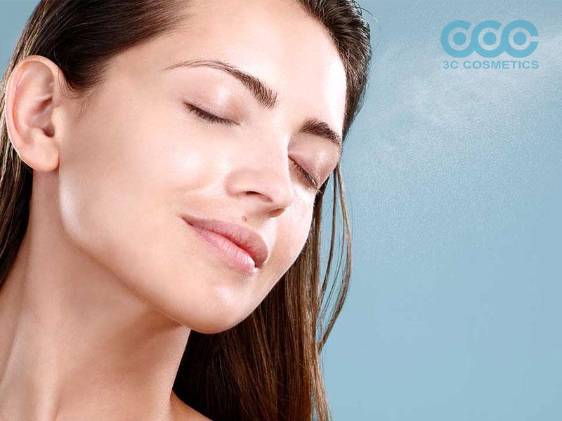 Xịt khoáng giúp da bạn kiềm dầu tốt hơn
