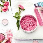 Cách sử dụng nước hoa hồng trị mụn