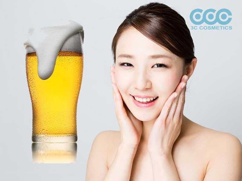 Dùng bia se nhỏ lỗ chân lông