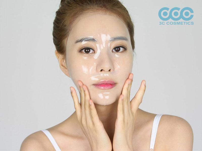 Đắp mặt nạ dưỡng da toàn diện