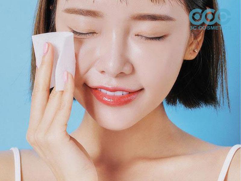 Rửa mặt sạch và dưỡng ẩm