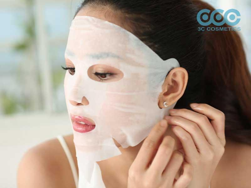 Dùng sữa rửa mặt ngay sau khi đắp mặt