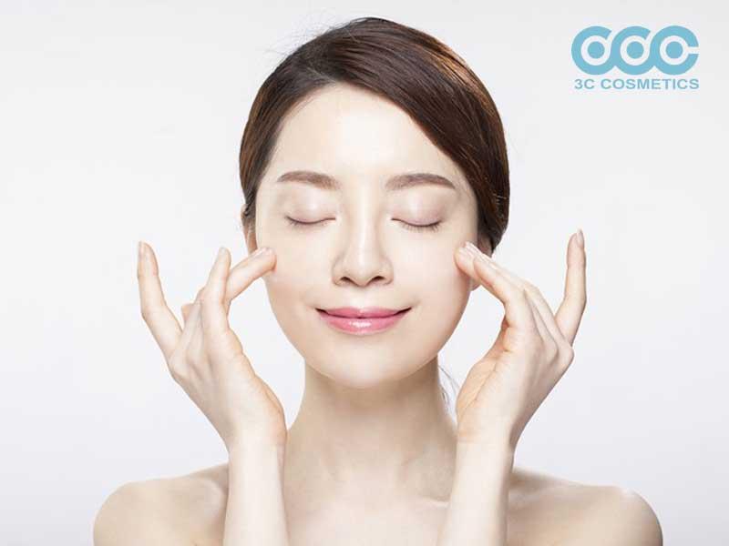 Massage giúp da mặt được thư giãn