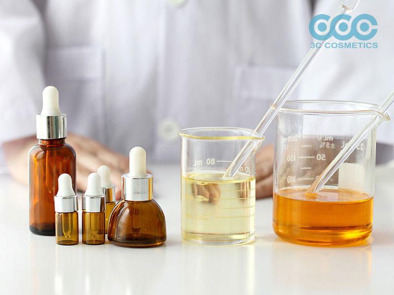 Các loại chiết xuất thiên nhiên và hoạt chất thường sử dụng trong kem trị thâm mắt