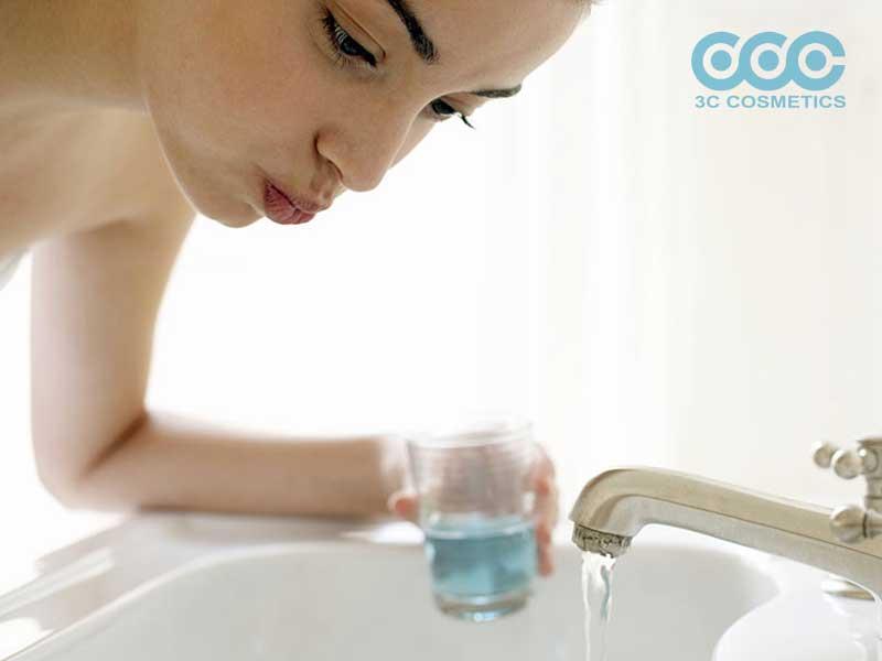 nước súc miệng kháng khuẩn cho bé