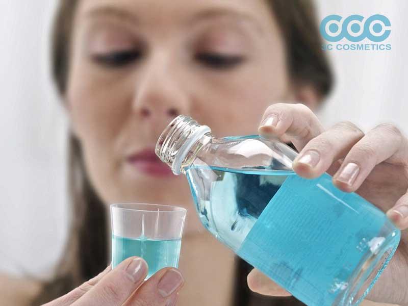 Tại sao nên dùng nước súc miệng kháng khuẩn
