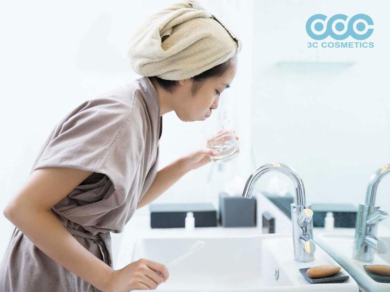 Dùng nước súc miệng kháng khuẩn cho khoang miệng, vòm họng thường xuyên