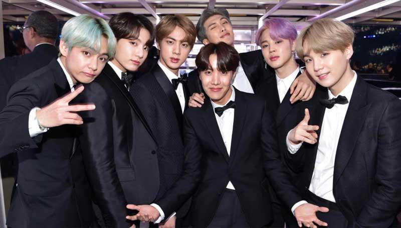 Cả bảng màu nhuộm thu gọn lại trong khung hình nhóm nhạc BTS