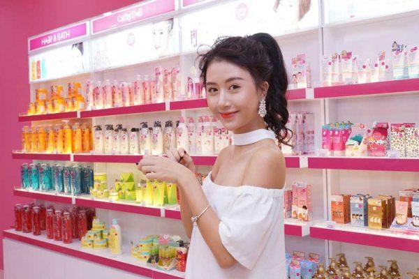 Quỳnh Anh Shyn đang lựa chọn dòng sản phẩm mới