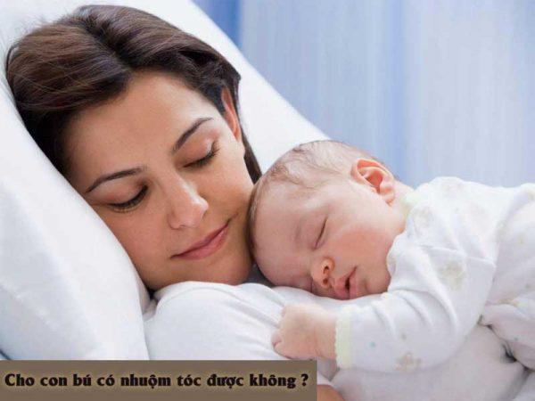 Uốn tóc có ảnh hưởng đến sữa mẹ hay không?